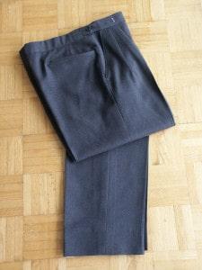 gray_pants